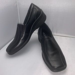 Women's Ecco Black Loafers Size 7-7.5 EU size 38